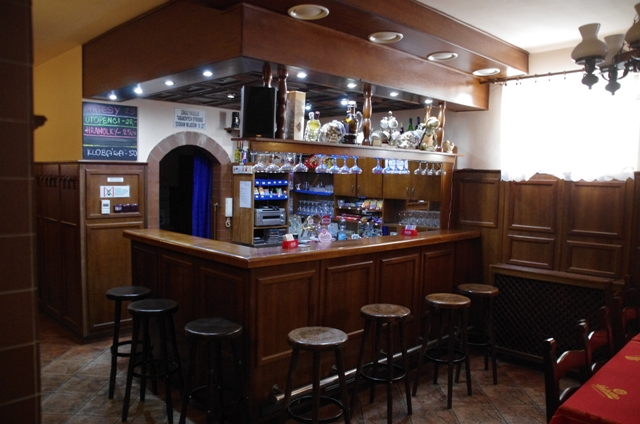 TYLL restaurace bar